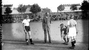 Fußball spielende Frauen haben in Österreich eine lange – wenn auch öffentlich kaum präsente – Tradition. Lesen...