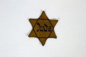 Ab dem 1. September 1941 wurden Jüdinnen und Juden und Menschen, die das NS-Regime als solche definierte,...