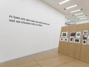 """Wie kann die NS-Tötungsmaschinerie der NS-Zeit (künstlerisch) verarbeitet werden? Welche Sprechweisen sind angemessen? """"Es genügt"""", äußerte sich..."""