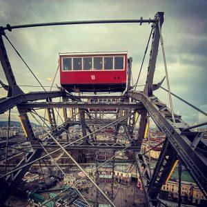 Tourist 🤓in der eigenen Stadt. #wienerprater #wienerriesenrad #noecard #langos #vienna #upintheair Wiener Riesenrad