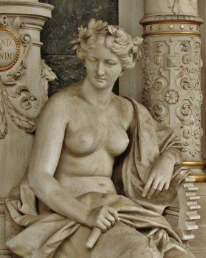 """""""Ellas, inspiración eterna"""" #zentralfriedhof #viena #austria #österreich #cementerio #wien Wiener Zentralfriedhof"""