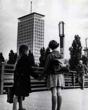 Vienna Ringturm 1950s #wien #wien🇦🇹 #wienliebe #viennablogger #vienna #vienna_city #postwararchitecture #modernism #architecture #archi_lovers #postwarmodern #midcenturymodern #midcentury #modernism...