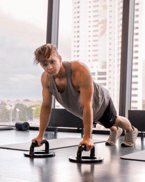 Wie viele Übungen hast du in dem Trainingsplan?💪🏼 Comment below!👇🏼 - Ich persönlich habe derzeit 6 Übungen...