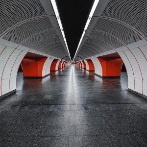 . . 🚇 U3 Symmetrie 🚇 . . . #vienna #wienerlinien #wien #urbex #viennashots #viennagram #metro #architecture_view...