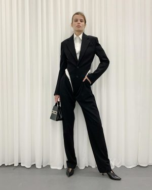 what a suit #bodyblazer #suittrousers #bodyshirt #yproject #aw2021 #parisfahionweek #park_vienna #wien #paris