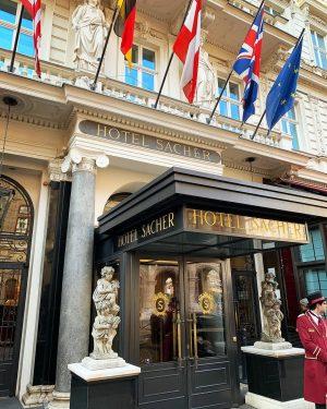 @sacherhotels es el hotel vienés creador de la famosa torta Sacher (me dijeron que en alemán se...
