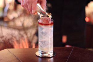 After a good start into this week you all deserve a drink at 26EAST bar! 🍸 #palaishansenkempinski...
