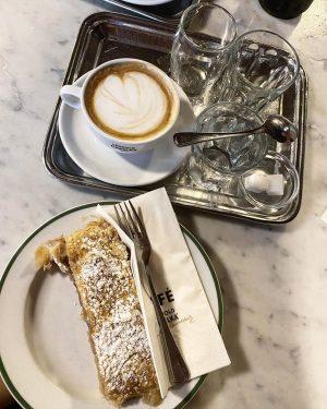Esthetic joy 🌝 Café Hawelka