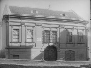 Lehárschlössl (Schikanederschlössl) 1901|2020. Ursprünglich ein Freihof, der 1737 in den Besitz von Joachim Georg Gschwandner gelangte. Dieser...