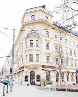 time for coffee ☕️ happy weekend! #cafe #cafesperl #wien #vienna #best_vienna_photos #viennagram #wie_eu ...