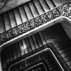 EMPTY STAIRCASE. #stayathome #bnwphotography #blackandwhite #blackandwhitephotography #schwarzweiss #schwarzweissfotografie #margaigner