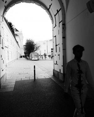 Wiener Aktionismus . . . #blackandwhite #mumok #museumsquartier #blackandwhitephotography #schwarzweiss #schwarzweissfotografie #günterbrus #photography #fotografie #streetphotography #streetart MuseumsQuartier
