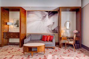 Just look at our beautiful ballerina photos in our rooms and suites! 💃🏼 #palaishansenkempinski #kempinski #kempinskivienna ....