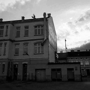 BNW-Challenge 😏. . . . #bnwchallenge #blackandwhite #floridsdorf #jedlersdorf #wienstagram #schwarzweiss #suburbs #stadtlandschaft #oldbuilding #reallyuglyvienna #potd #architektur...