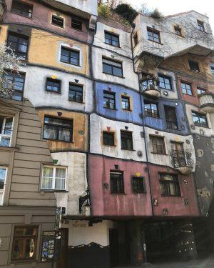 Casa Hundertwasser de Viena La Casa Hundertwasser porta la inconfundible firma del artista ...