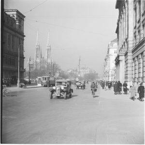 Schottentor 1938|2020. Der Blick stadtauswärts zeigt die Votivkirche, welche nach dem vereitelten Attentat auf Kaiser Franz Joseph...