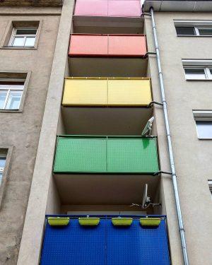 Hier etwas Farbe für den tristen Quarantäne-Alltag Here a bit of colour for ...