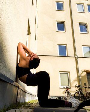 Fresh air and bending 💕 #quarantraining