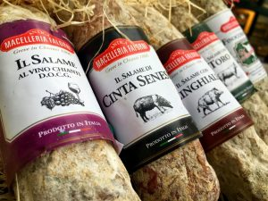 Seit mehr als hundert Jahren ist die Familie Falorni für ihre köstlichen Salamispezialitäten aus der Toskana bekannt...