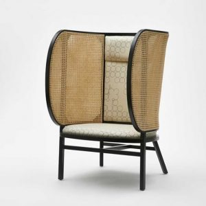 The comfortable, enveloping construction of the the Thonet Mundus model No. B 1001 ...