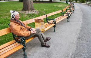 Es ist ganz still geworden in dieser sonst so lebendigen Stadt. In den Parks, deren Magnolien so...