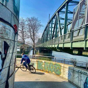 "Knapp vorbei am ""Kaos"". #radfahrer #handelskai #wien #vienna #latergram #nofilter #kaos #graffiti #graffitiart #wienstehtstill #mycity #donauinsel #wanderlust..."
