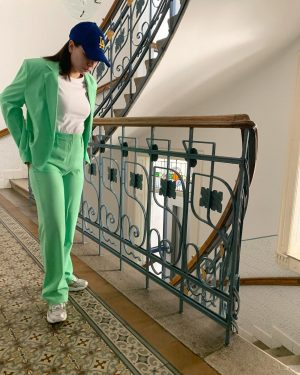 🐸 #suitsforwomen #suit #fashionsuit #limegreen #ootd #wiwt #fashiondiaries #asos #eismag #newbalance #vienna