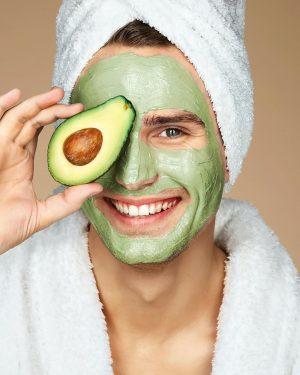 Wellness Wednesday 🙌: Gönn dir eine Wohlfühlbehandlung zu Hause: Eine Avocado Maske gegen trockene Haut zum Selbermachen...