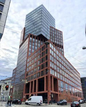 #modernarchitecture #modernbuildings #modernbuildingsofvienna#viennabuildings #modernfacade #modernfacadedesign #vienna #viennaaustria #austria #wien