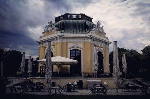 End of the animal kingdom #zoo #tiergarten #baroque #architecture #view #vienna #wien #stormy #cloudporn #clouds #schönbrunn Zoo...