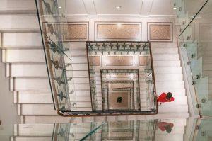Our beautiful historic staircase from 1873 designed by Theophil Hansen ❤️ #palaishansenkempinski #kempinski #kempinskivienna . . ....