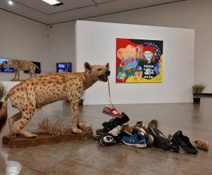 Kapitalismuskritisch-politisch-feministisch und Kryptisches: Das gibt's in derzeit in der Kunsthalle zum Thema