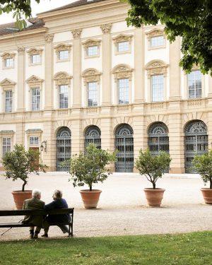 Wir wünschen euch einen schönen Feiertag! 👌 Habt ihr Pläne für das verlängerte Wochenende? Palais Liechtenstein