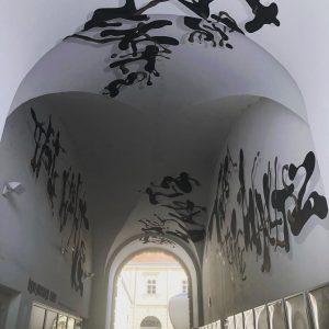 Typo passage еще внутри и буквы, буквы #viennatypography #viennatype #дизайнвена #музеивены #дизайнерввене #viennadesign #viennadesigner MQ – MuseumsQuartier...