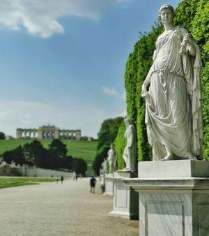 Have a good evening #Schoenbrunn #gloriette 😉🌷 . #vienna #vienna_go #vienna_austria #vienna_city #viennastravel ...