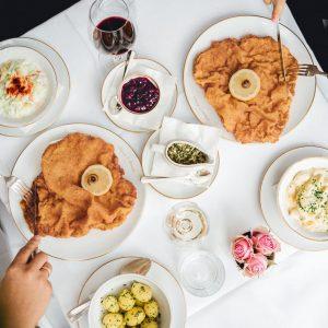It could be you, sitting next to these Schnitzel 😍 . . #schnitzellove #meisslundschadn #restaurant #grandferdinand #foodlover...