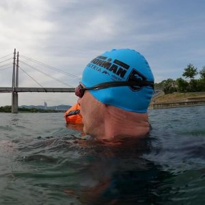 Wenn du einfach nur ein bisserl herumdümpelst - und plötzlich eine vertraute Stimme hörst... 😂👍🏻 - #swimming...