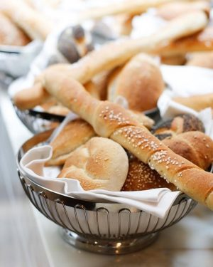 Wie schön! Ab heute genießt ihr bei unseren Freunden von @the_guesthouse_vienna wieder unser Brot und Gebäck aus...