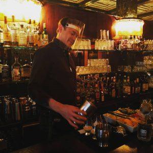 Glasklar, auch die besten Barkeeper der Stadt müssen da durch. Danke Tommy, dass wir Fotos machen durften😅...