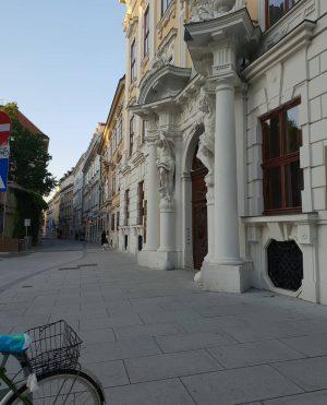 Herrengasse/ Palais Kinsky ________________ #goodmorning #goodmorningvienna #wien #vienne #vienna #WienamSonntag @wienmuseum #igersvienna #vienna_city ...