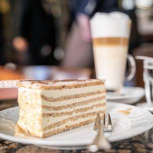 Ein Muss für alle Naschkatzen 🤩 So eine köstliche Torte kann einem den Tag versüßen. 😋 Wie...