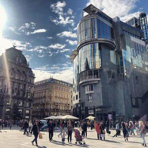 ❤️🍸☀️ #ViennaCityLife . Join us for drinks & #besttastes on our rooftop terrace #docorestaurant #vienna #haashaus (watch...