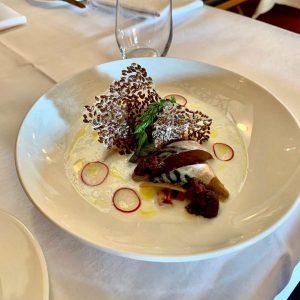 Kalt geräucherte Makrele mit Buttermilch, Rhabarbersalsa und roter Zwiebelmarmelade Skopik & Lohn