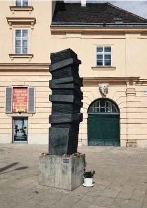 Marcus Omofuma Stein von Ulrike Truger 2003, Platz der Menschenrechte (neben dem Museumsquartier), 1070 Wien . Das...