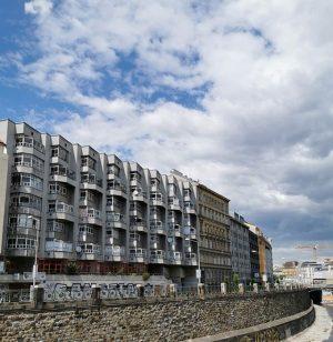 Unser Rudolf-Krammer-Hof ist von zwei Straßen zugänglich, von der Mollardgasse und der Linken Wienzeile. Er ist ein...