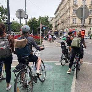 Schön zu beobachten, wieviele Menschen mittlerweile mit dem Fahrrad unterwegs sind 😍👍. Radfahren und Zu-Fuß-Gehen sind die...