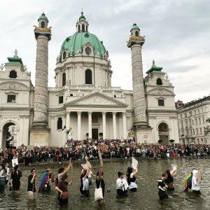Together against racism 👊👊🏻👊🏼👊🏽👊🏾👊🏿 Karlsplatz