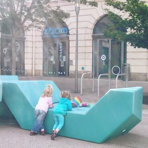 #friends #kids #girls #rainbow #together #zoom #zoommeeting #zoomlife #kindermuseum #museumsquartier #mq #wien #vienna #viennalife #viennalifestyle #enzis #enzos...