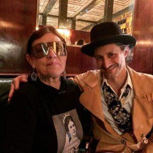 Michael Ostrowski dreht für seine TV-Reihe - Ostrowski macht Urlaub - in der Loosbar. Hier mit Chefin...