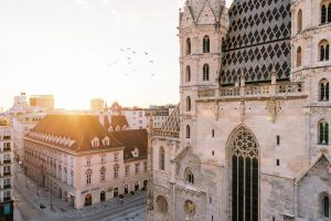 Wir wünschen Euch ein schönes Wochenende! Genießt das herrliche Wetter ☀️🎡 . . . #wienliebe #viennanow #sunrise...